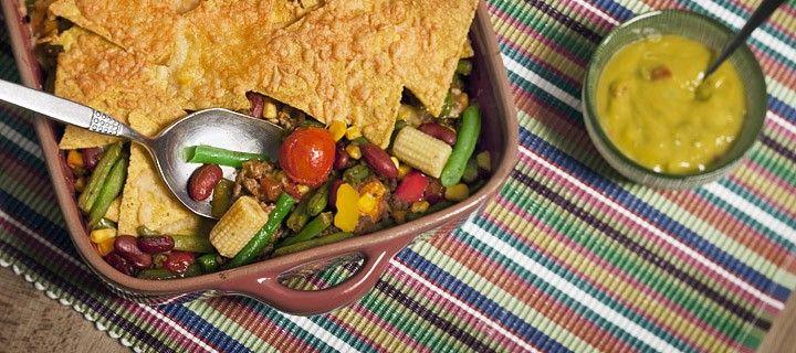 Voor de afwisseling een lekkere Mexicaanse schotel met tomaatjes, gehakt, groente, maïs en natuurlijk tortillachips.