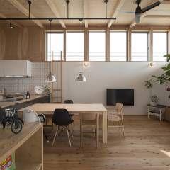 西庇の家: 株式会社建楽設計が手掛けたモダンリビングです。