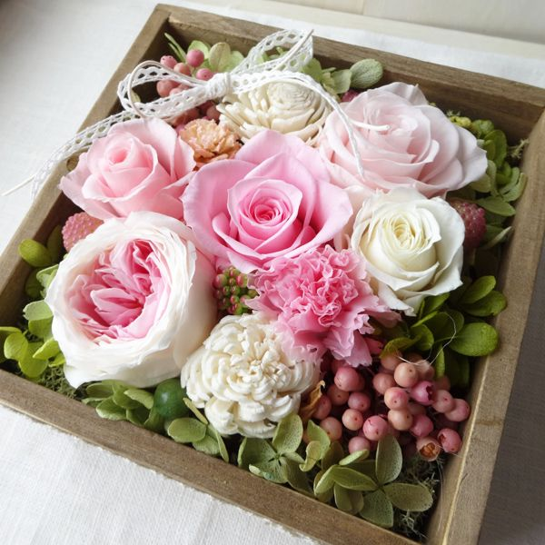 An example of a Pave flower design, it can be duplicated as a bridal bouquet.  Flower varieties are sometimes grouped together for more visual and color impact.