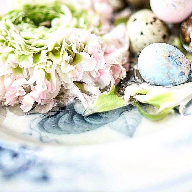 Touhukasta torstaita ☕ 🔆Good morning #goodmorning #hyväähuomenta #spring #tv_stilllife #tv_still_life #tv_living #huiskulaoy #flowers #ranunculus