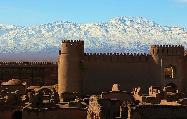 Un castillo de barro, Rayen, en Irán.