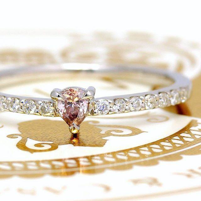 bizoux_jewelry on Instagram pinned by myThings 【再入荷のお知らせ】 昨年、瞬く間に完売してしまった「ピンクダイヤモンド」。無色のダイヤに比べ、100万分の1という確率でしか採れない「運命の象徴」とも言われる宝石です。 ・ このピンクダイヤモンドが再入荷いたします。たった10ピースですが、ここまで集めるのに1年かかりました。 なんとか次のクリスマスまでにお届けしたい…バイヤーの執念です。 ・ 12月8日(金)18時〜 ぜひご覧になってみてください。 ・ ・ @bizoux_jewelry  #ピンクダイヤモンド ・ #bizoux #ビズー #jewelry #fashion #birthstone #ring #リング #指輪 #christmas #クリスマス #クリスマスプレゼント #誕生石 #自由が丘 #銀座 #新宿 #心斎橋 #
