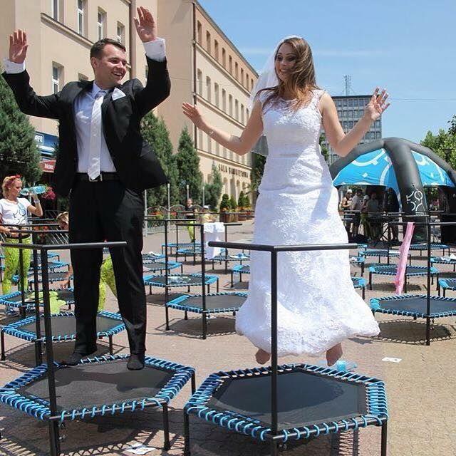 Tak też można! :D nawet małżeństwa z nami skaczą! #fitandjump #trampoline #trampolines #trampoliny #wedding #couple #body #fun #zabawa #women #men #kobieta #mężczyzna