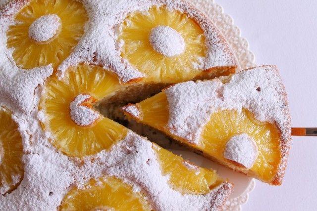Torta all'ananas e uvetta