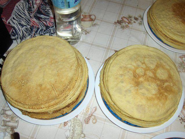 Filloas (receta básica) Ver receta: http://www.mis-recetas.org/recetas/show/5542-filloas-receta-basica