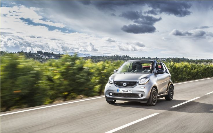 As published in the 2017 Auto GuideNow in its third generation, the smart fortwo has never been more normal except for its exterior appearance. Its interior was designed to look back and the needs of the average consumer, technology and space issue.The smart fortwo henceforth deserves a better fate than that it is reserved since his arrival on Canadian soil in 2004.   #autoes #car #cars guide #The Car Guide Online Guide 2017 Smart Fortwo 2017: The challenge of being small #
