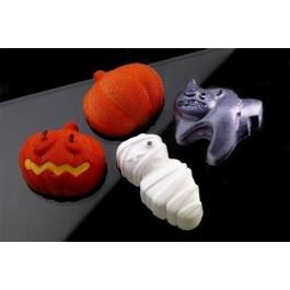 Maak mooie cakejes voor Halloween met behulp van de Silikomart Halloween silicone bakvorm. De vorm bestaat uit 8 vormpjes: 2 mummies, 2 katten, 2 pompoenhelften en 2 pompoenhelften met gezicht. Versier de vormpjes na het bakken voor een extra griezelig effect!