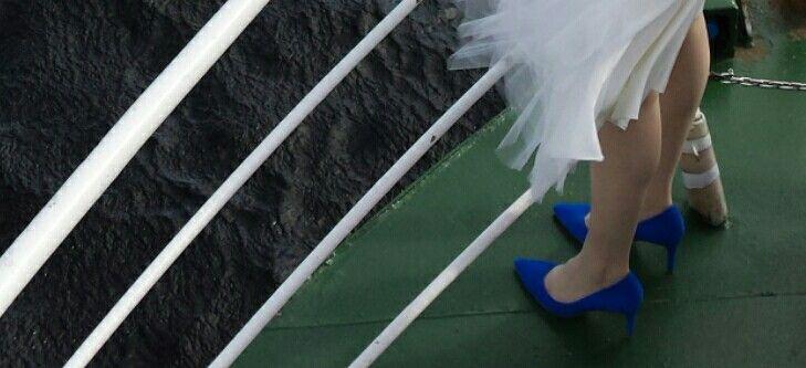 Love those bridal shoes!