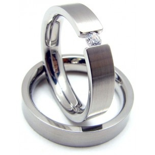 anillo de boda de acero y circonita / steel wedding ring and zirconia $54