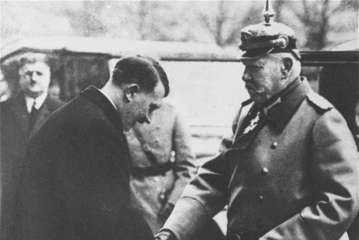 the reasons why adolf hitler was appointed chancellor in 1933 in germany Why and how did hitler became chancellor of germany in january 1933 hitler became chancellor of germany in january 1933 world war one, treaty of versailles, fear of communist and the great depression are the main reason on hitler.