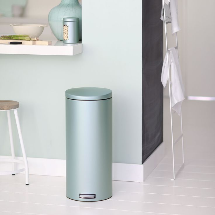 30 best poubelles brabantia et sacs pobelles images on pinterest trash bins bags and plastic. Black Bedroom Furniture Sets. Home Design Ideas
