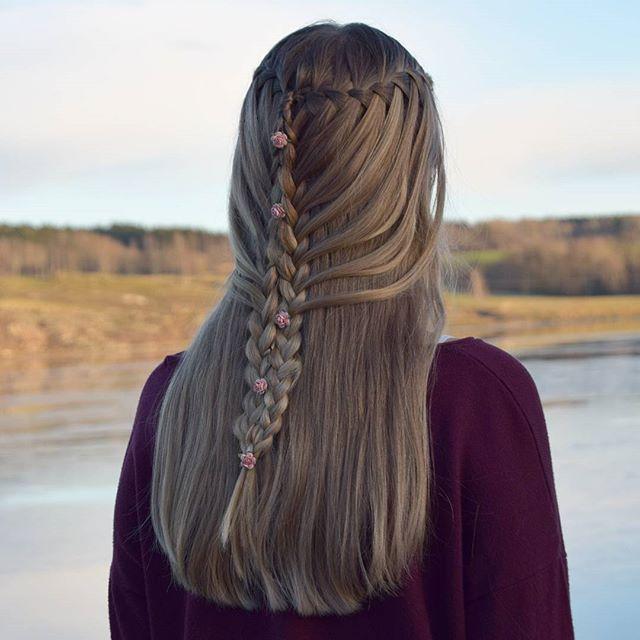 This is a hairstyle made of two waterfall braids, braided into two french lace braids that are pinned together. 🌸 - 🌸 - 🌸 Denne frisyren er laget av to fossefallsfletter, som er flettet inn i to  franske fletter og satt sammen med lusespenner. - - - #waterfallbraid #lacebraid #frenchlacebraid #halfuphairstyle #fossefallsflette #franskflette #tophairfeatures #HotBraidsMara #braidsbyu #braids_features #bunchesofbraids #features_braids #fletteinspo_ #featuremyhair #JBfeaturehairstyle…