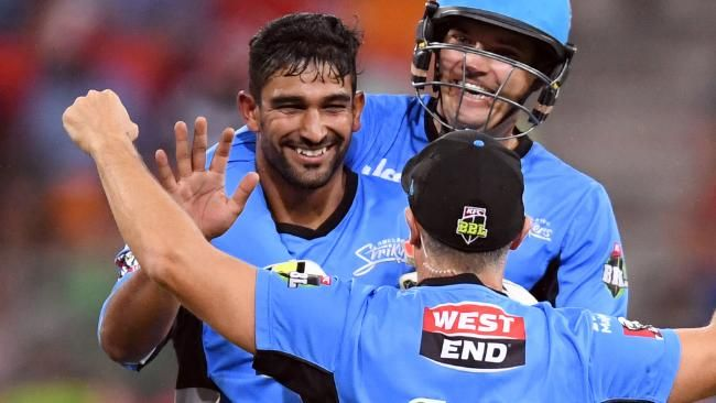 Ish Sodhi (left) of the Strikers is congratulated after taking the wicket of Chris Green of the Thunder during the BBL T20 match between the Sydney Thunder and the Adelaide Strikers at Spotless Stadium in Sydney on Wednesday, Jan. 18, 2017. (AAP Image/Paul Miller) NO ARCHIVING, EDITORIAL USE ONLY, IMAGES TO BE USED FOR NEWS REPORTING PURPOSES ONLY, NO COMMERCIAL USE WHATSOEVER, NO USE IN BOOKS WITHOUT PRIOR WRITTEN CONSENT FROM AAP
