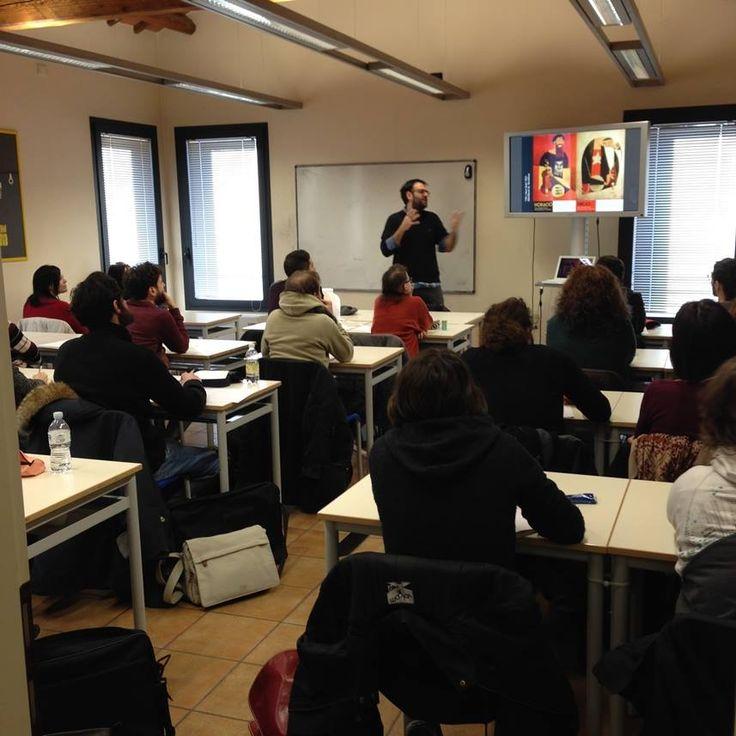 """SOLD OUT per """"Le immagini sui muri e il manifesto illustrato"""". Workshop di illustrazione con Riccardo Guasco. Sabato 31 gennaio 2015.  #guasco #scuolainternazionaledicomics #workshop #illustrazione #manifestoillustrato"""