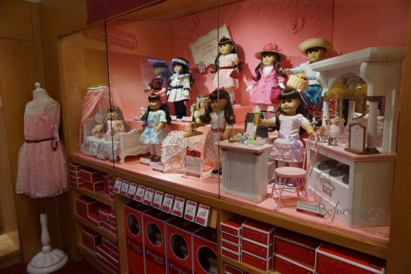 American girl place-new york city-doll display