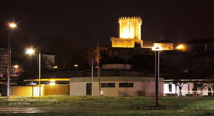 Vista noturna, parque termal com Torre de Menagem ao fundo. Chaves museu do mundo,