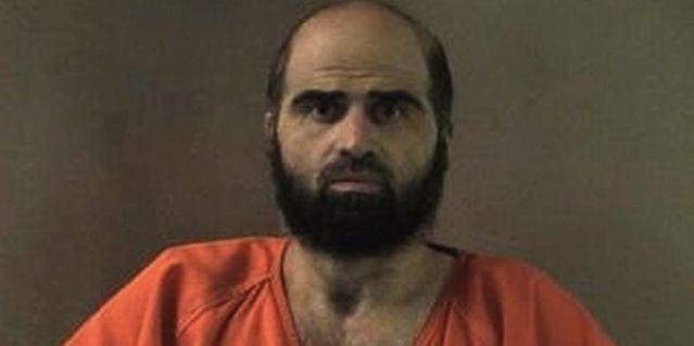 Mardi s'ouvre devant la cour martiale, le procès du major Nidal Malik Hasan, auteur de la tuerie de Fort Hood au Texas en 2009, qui avait ôté la vie à treize soldats américains. Apparemment sans histoire, ce psychiatre américain est apparu, au fur et à mesure de l'enquête comme un musulman radical, mué, en quelques années, en un ennemi de l'Amérique.