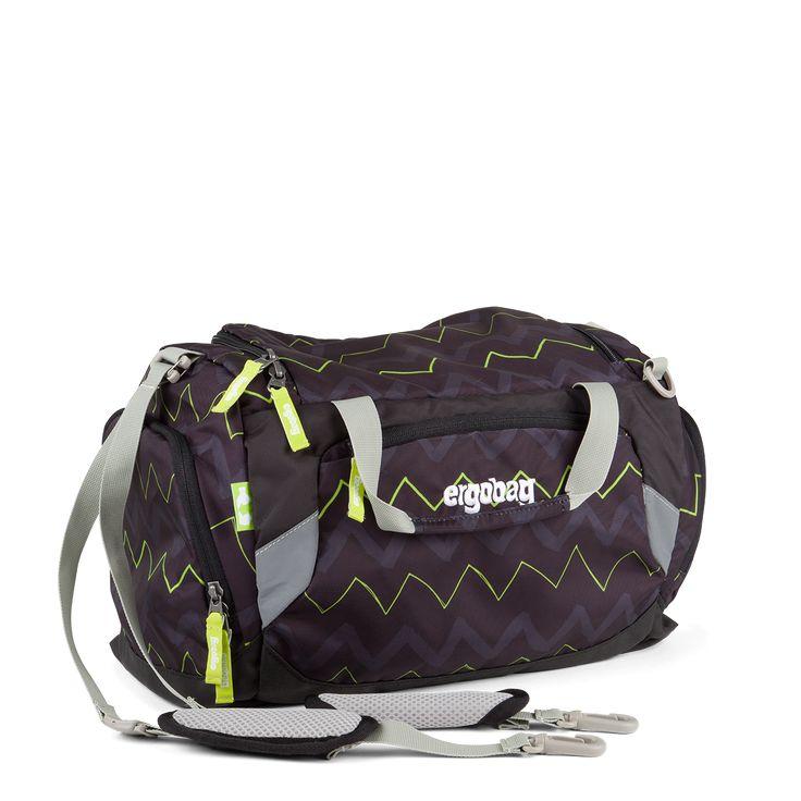 Die ergobag-Sporttasche ist ein Multitalent – mit zwei Tragegriffen und gepolsterten Schultergurten ausgestattet, ist sie sogar als Rucksack tragbar! Die Seitentasche mit Schuhfach macht die Sporttasche zum Lieblingsbegleiter. Für Sichtbarkeit im Dunkeln sorgen Reflektoren aus tausenden kleiner Glaskugeln. Mit Textilien, die zu 100% aus recycelten PET-Flaschen hergestellt werden.