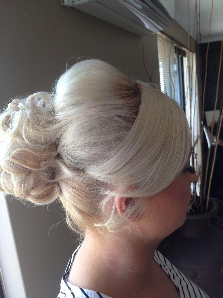 Bridal hair ideas by Sparkling Belle
