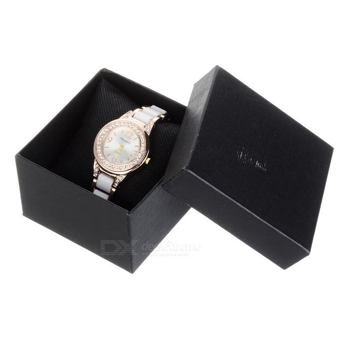 Chaoyada Women's Round Dial Analog Quartz Watch - Golden + White