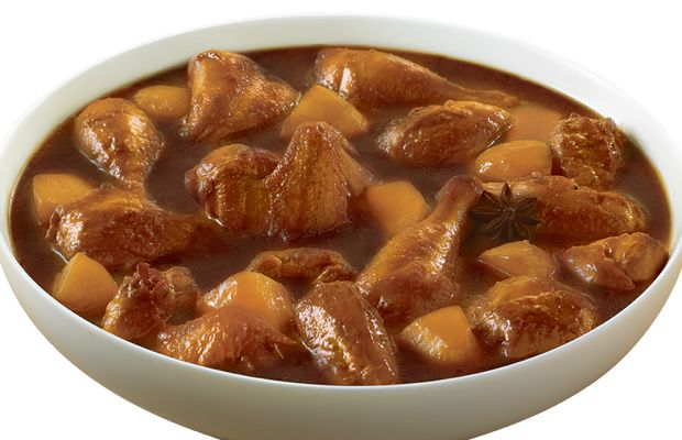 Hmm, lezatnya daging ayam empuk dan kentang yang disemur, bumbu-bumbu manisnya telah meresap ke dalam daging ayam dan ke dalam potongan kentang. Citarasanya khas Indonesia. Resep Semur Ayam ini mudah, praktis dan kaya citarasa rempah-rempah khas kuliner Indonesia.