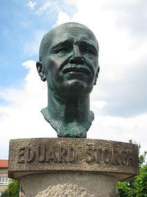 busta Eduarda Štorcha od Josefa Bílka v rodné Ostroměři