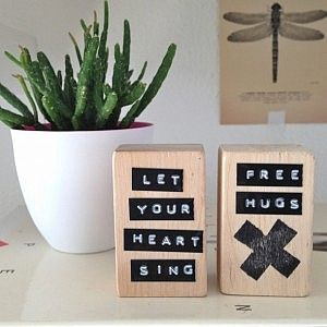 Inspiration: recycled wooden blocks with Dymo/Motex quotes from Simpel & Leuk.