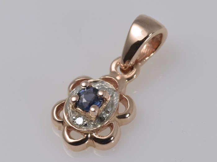 Hanger - 14 kt rose gold - Sapphire - diamanten  Hanger van 14 kt rose goud in perfecte staat.Twee briljante-cut G-H/VS diamanten ten bedrage van 001 ct.Een ronde gesneden saffier met een gewicht van 0.088 ct.Openen van de meting: past ketting van 3 x 2 mmGewicht: 085 gHallmark: 585Voorwaarde: nieuw geen tekenen van slijtageGelieve zorgvuldig inspecteren van de foto's en vragen hebt om verrassingen te vermijden wanneer u het gekochte product ontvangt.We nemen onze eigen foto's van het…