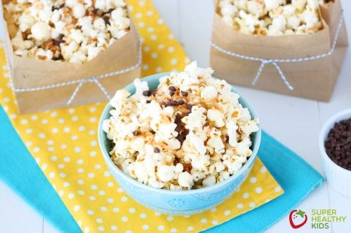 If you love air popped popcorn, you will love this sweet and crunchy Almond Joy Popcorn. And we have the best way to make popcorn for all of the popcorn lovers out there.