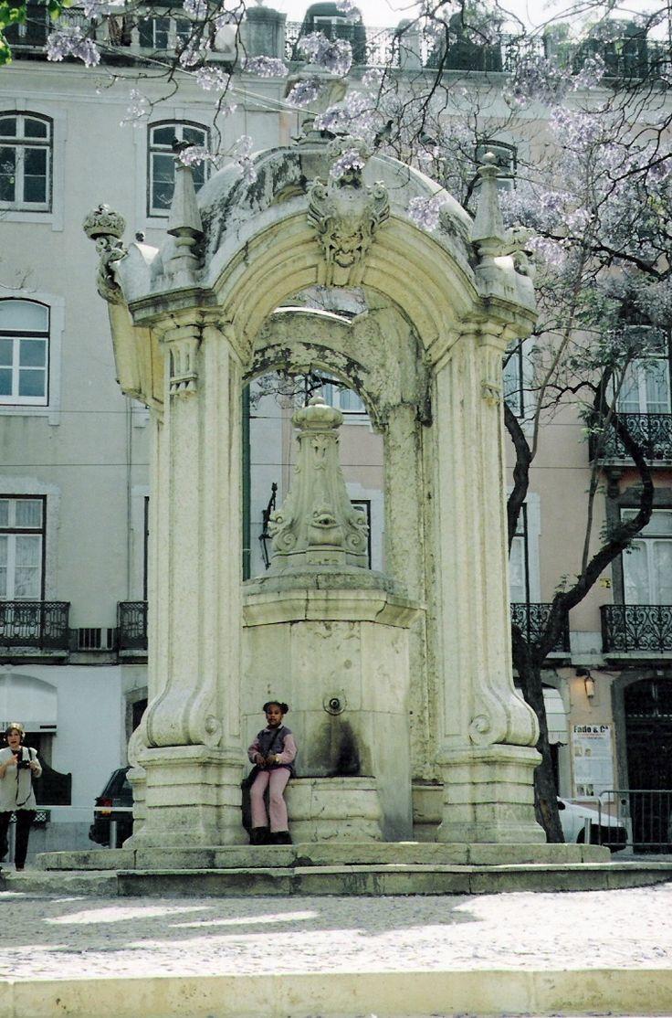 Largo do Carmo, Lisboa,  Portugal 2002