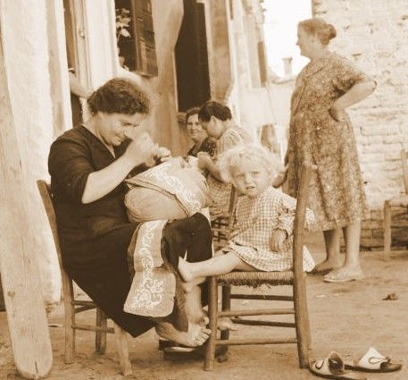The heritage of Burano lace had jealously been guarded by an 80 year-old woman, Vincenza Memo (known as Cencia Scarpariola), & she disclosed the secrets of lace-making to a primary school teacher, Anna Bellorio d'Este, who in turn taught the technique to her daughters & other girls.