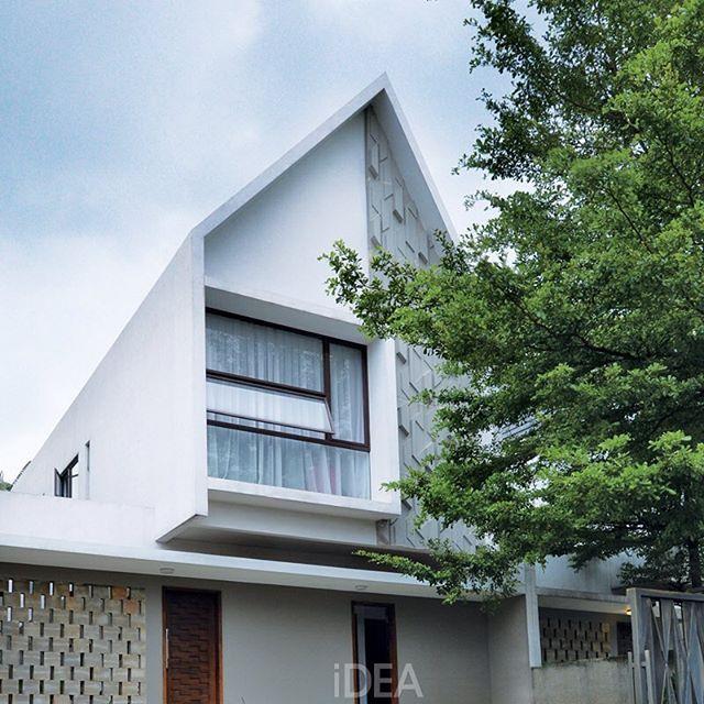 iDEA Magazine: Seperti apa bagian dalam rumah yang tampak depannya didesain dengan menawan ini? . #idea155 ...