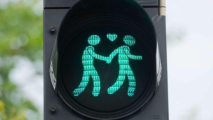 Willst du mit mir gehen? Wie #Wien (Bild) bekommt auch #Frankfurt homosexuelle Ampelpärchen.