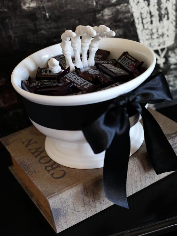 Place floral foam in bowl. Push skeleton hand into foam. Candy covers foam: Halloween Decorations, Candies Dishes, Halloween Candies, Candies Bowls, Black And White, Black White, White Halloween, Halloweendecor, Halloween Decor Ideas