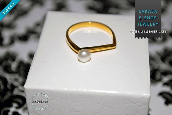 Freshwater Pearl Ring Sterling Silver Gold Handmade Jewelry #ring #freshwater #pearl #jewelry #joyas #mujer #woman #moda #sterling #silver #jewellery #bestideasgifts #forher #anniversary #birthdaygifts #princess #princessjewellery #birthday #δαχτυλιδι #μαργαριταρι #freeshipping