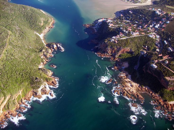 The Knysna heads.  A very dangerous place for boats.