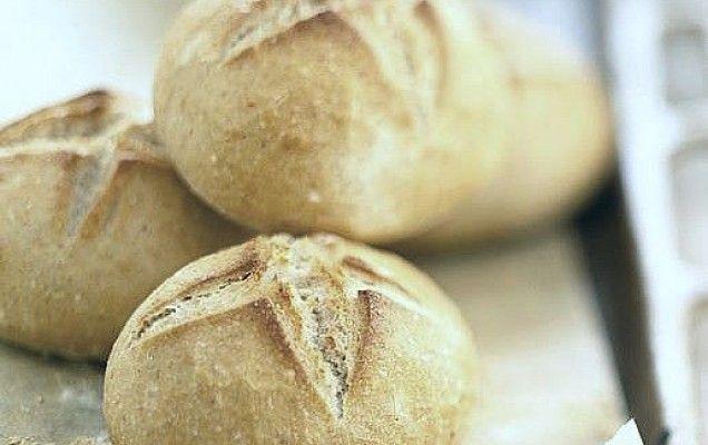 ΣΠΙΤΙΚΟ ΨΩΜΙ | Συνταγή για ψωμάκια αφράτα με βούτυρο