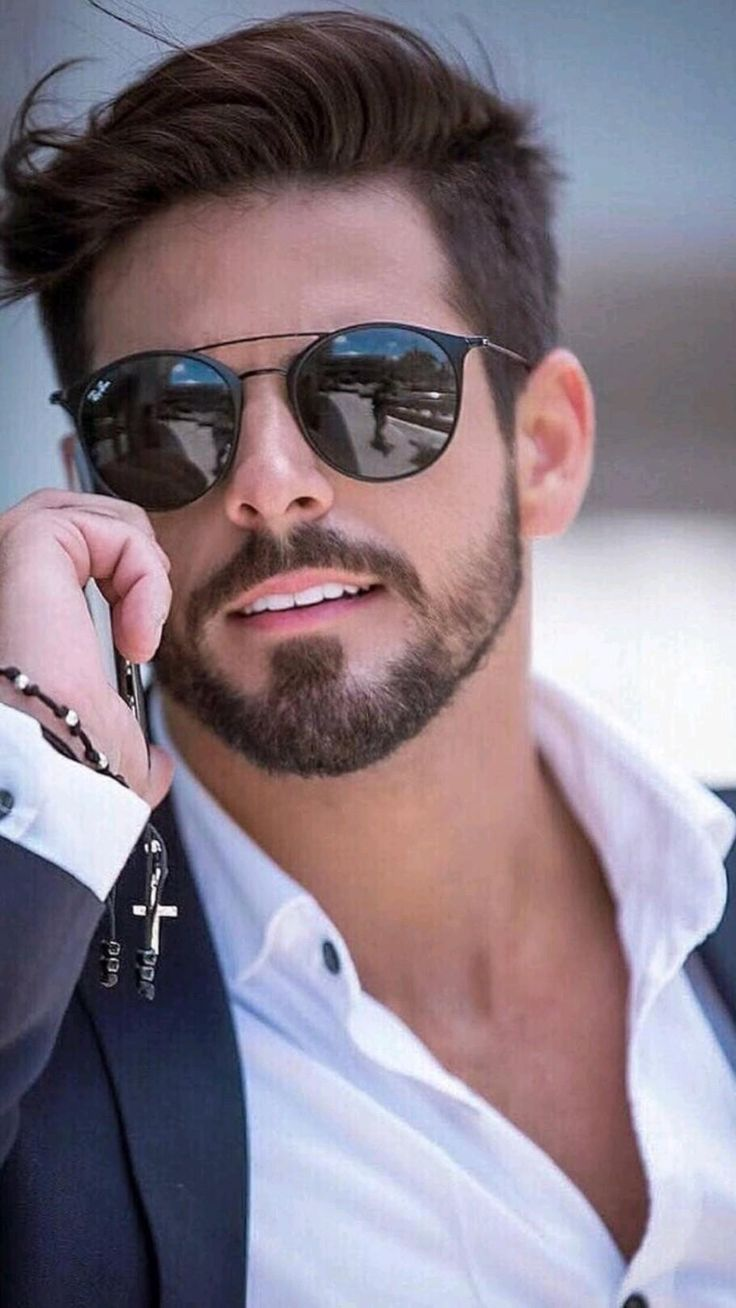 Men With Street Style, Men Street, Hipster Hairstyles Men, Haircuts For Men, Men Sunglasses Fashion, Mens Sunglasses, Blue Suit Men, Stylish Mens Fashion, Fashion Men
