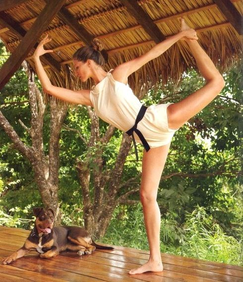 NOT FOR POTSIES but lovely non-the-less. Is it any surprise Gisele Bundchen has perfect yoga form? ... Cute Yoga Outfit too. I used to love doing this.