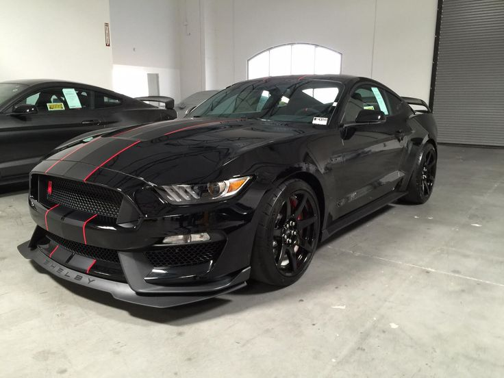 Car brand auctioned: Ford Mustang GT350R 2016 Car model ford mustang shelby gt 350 r shadow black with electronics pack gt 350 r new