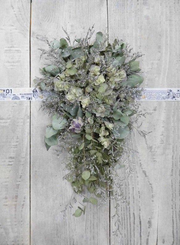 ドライフラワーのスワッグです。使用花材はユーカリ、オレガノ、ブルファンの三種類でとってもシンプルに仕上げました!サイズ 長さ 約400mm花や葉等がポロポロと... ハンドメイド、手作り、手仕事品の通販・販売・購入ならCreema。