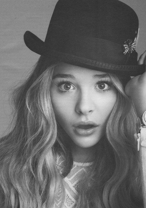 Chloë Moretz. The female Johnny Depp. An interesting beauty and will eventually be the star in every Tim Burton film. Can I be her?