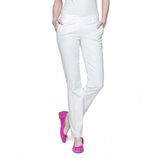 Calças elegantes de algodão stretch, com prega, dois bolsos oblíquos embutidos e base levemente boca de sino - Benetton