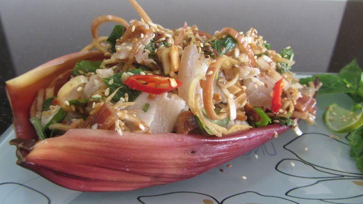 Салат из цветка банана  Вьетнамская кухня  Banana flower salad gỏi bắp c...