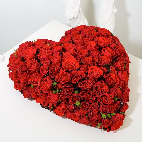 Hart Rozen. Rouwstukken, rouwboeketten en troostboeketten worden over het algemeen gestuurd door mensen, die niet tot de directe familie behoren. Door bloemen te sturen betuigt u op een gepaste manier uw medeleven aan de overledene of directe familie. Gemaakt door Afscheid met Bloemen.