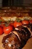 Marinerad helstekt fläskfilé är en smarrig varmrätt, perfekt till buffébordet! Här hittar du ett riktigt gott recept på marinerad helstekt fläskfilé.