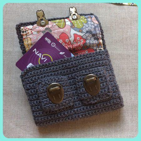 Mini cartable au crochet porte-cartes Inspiracion  ༺✿Teresa Restegui http://www.pinterest.com/teretegui/✿༻