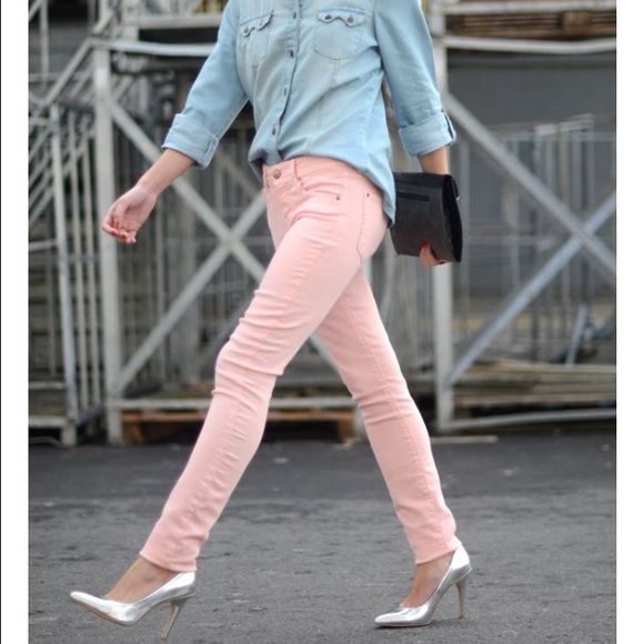 """American Eagle Pastel Pink Skinny Jeans - 00 (xxs) Stretch cotton denim Low 8 5/8"""" front rise Higher 14 1/8"""" back rise Skinny 11.5"""" leg opening Length 30"""" Size 00 Regular:  XXS / Waist 23.5"""" / Hip 33"""" 98% Cotton, 2% Spandex Machine Wash - These jeans were only worn once and in great condition.  No visible signs of wear. American Apparel Jeans Skinny"""