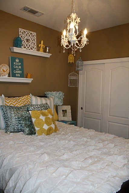 Cushion and decor - guest bedroom?