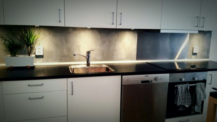 The result, concrete kitchen wall. Chalkpaint 3 colours from autentico Erth stone  French grey  Cement